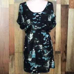 Silence + Noise cold shoulder dress Sz M